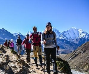 Arun valley and trekkers walking towards EBC