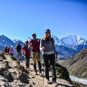 Arun valley and trekkers walking towards EBC