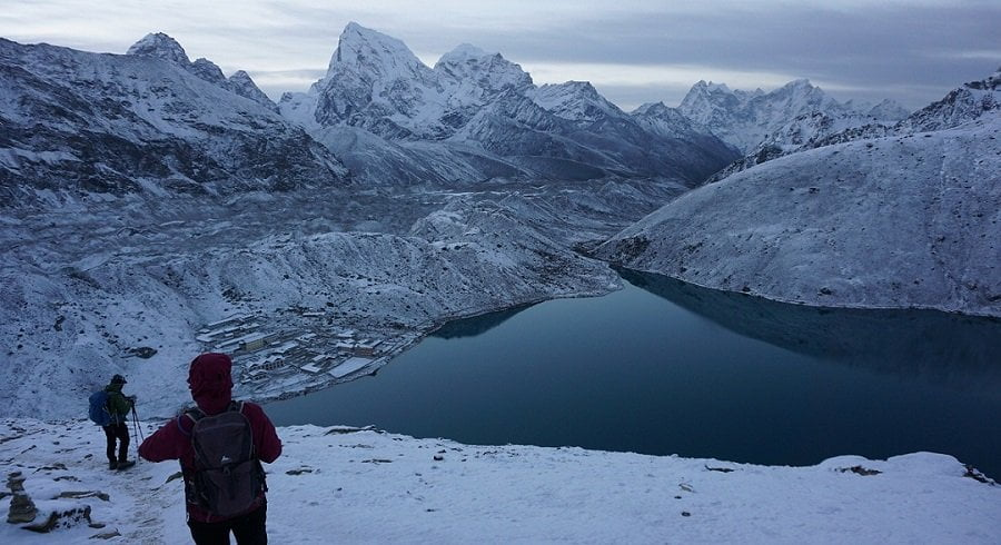 Trekkers trekking down from gokyo ri in the snowy morning
