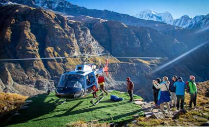 helicopter waiting trekkers at annapurna base camp