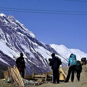 Trekkers stopping by local vendor after leaving manang village in annapurna circuit trek