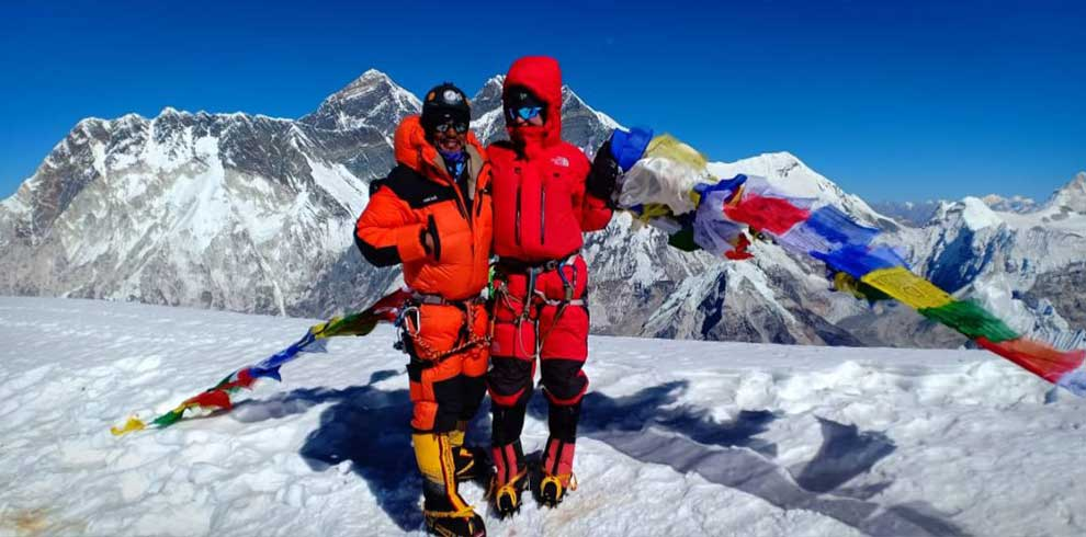Team at the summit of Mt Amadablam