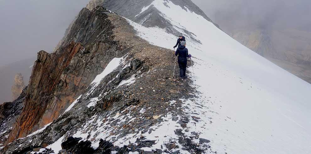 Trekking towards the Mardi peak base camp