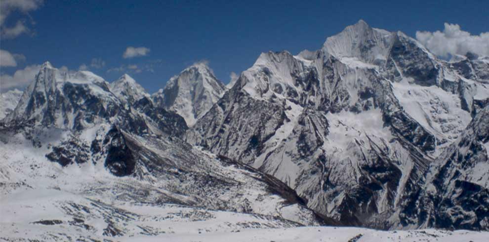 Annapurna himalaya range seen from mardi himal peak in a snowy day