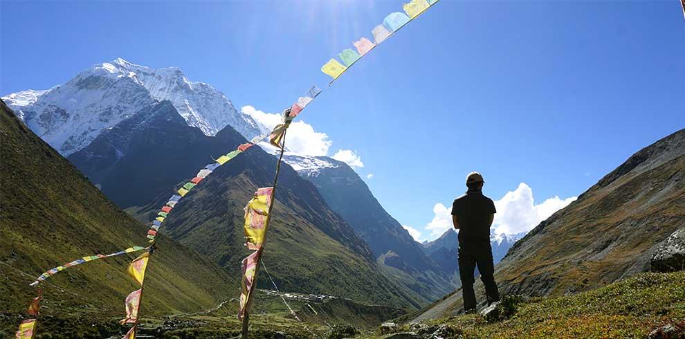 Trekkers by Mt samdo peak - picture taken at Larkey bazzar