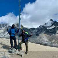 Guide Arun and his client ralph during everest basecamp chola pass gokyo ri trek