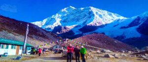 Trekkers and guide capturing photo with the view of Makalu