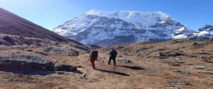 Trekkers on the trail of Makalu